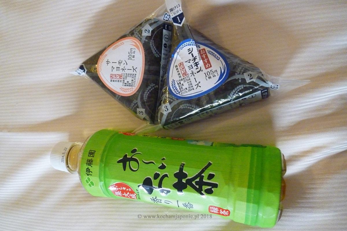 Onigiri i zielona herbata