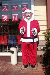 Symbol KFC w stroju Świętego Mikołaja