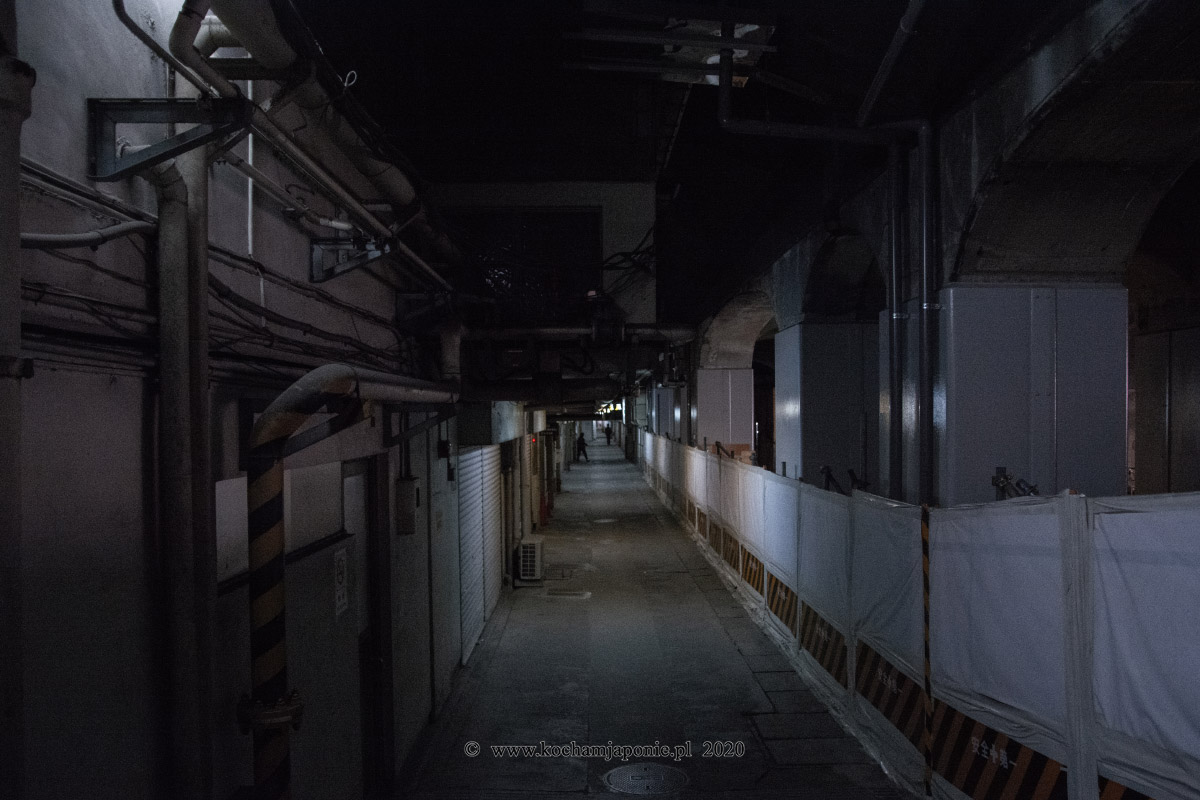 mroczny tunel